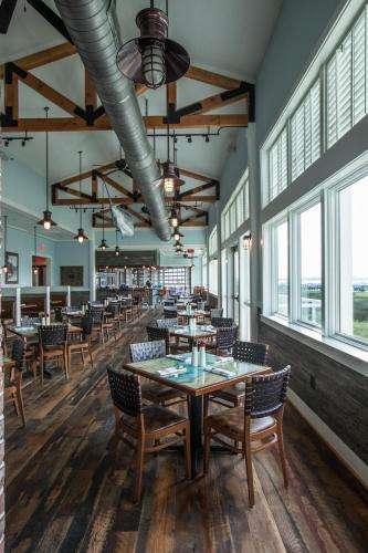 Harborside at Charleston Harbor Resort and Marina Photo
