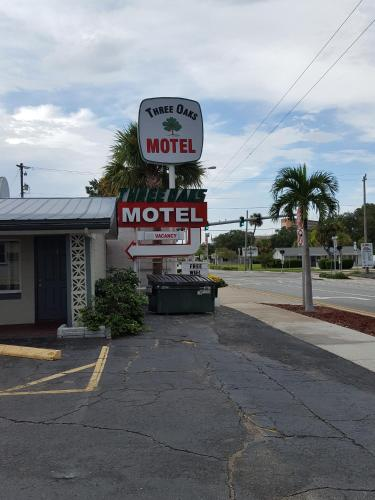 Three Oaks Motel - Titusville
