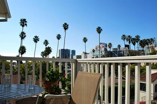 Hollywood Hills Suites Photo