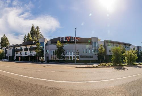 The Blvd Hotel & Spa photo