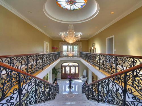 Exclusive Gated Estate in Silicon Valley - Atherton, CA 94027