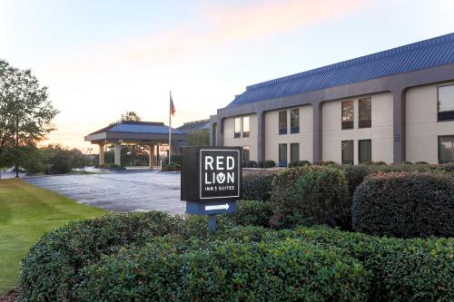 Red Lion Inn & Suites Hattiesburg Photo