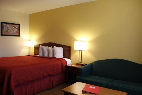 Econo Lodge Inn & Suites Lodi Photo