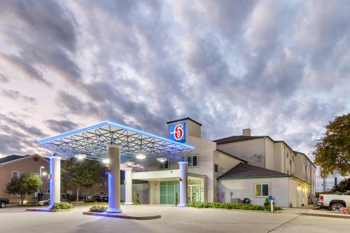 Motel 6 Weatherford Photo