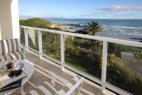 Hermanus Beachfront Lodge Photo