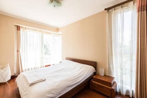 Hotel East Apartments - Serviced Apartment Unit 7