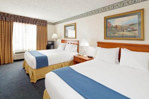 Holiday Inn Express Hotel & Suites Lancaster Photo