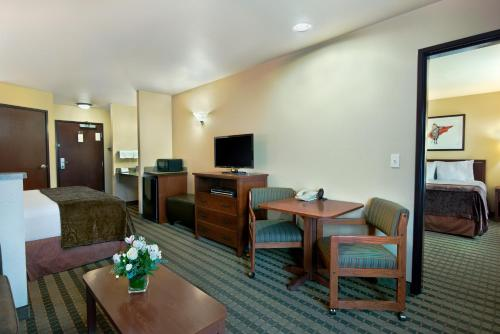 Oxford Suites Pendleton Photo