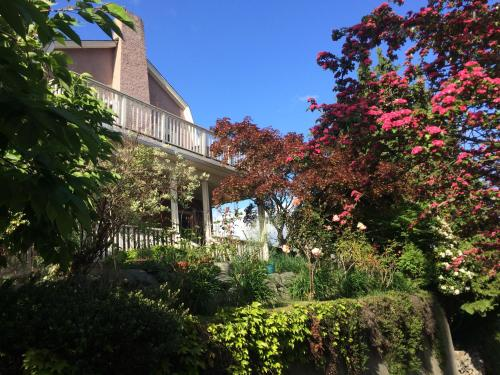 Seattle Garden Apartment - Seattle, WA 98144