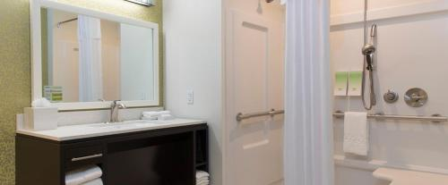 Home2 Suites by Hilton Indianapolis Downtown - Indianapolis, IN 46204