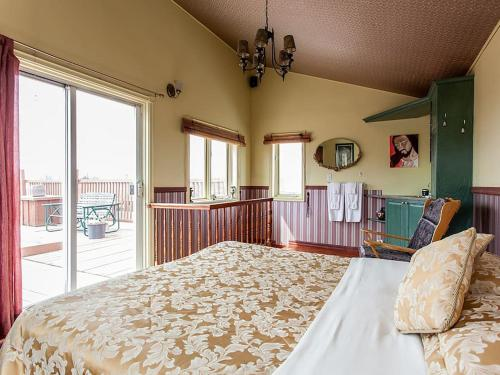 Large Bedroom with Terrace Photo