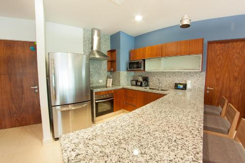 Gorgeous 3BR condo in amazing neighborhood by Happy Address Photo