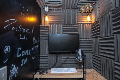 PodShare Hollywood - Los Angeles, CA 90028