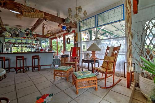 Hale Kawehi Bed and Breakfast - Hilo, HI 96720