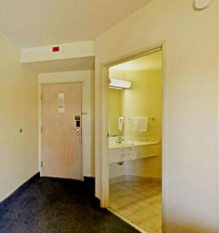 Americas Best Value Inn Clarksville Photo