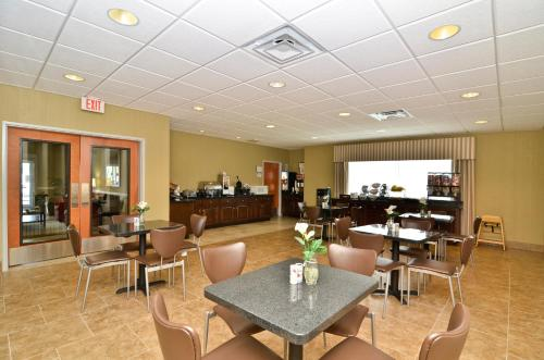Best Western Plus Brunswick Inn & Suites - Brunswick, GA 31525