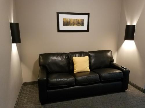 Boulders Inn and Suites - Milford Photo