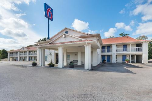 Motel 6 Livingston Texas Photo