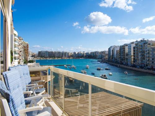 Seafront Apartment Spinola Bay - фото 0