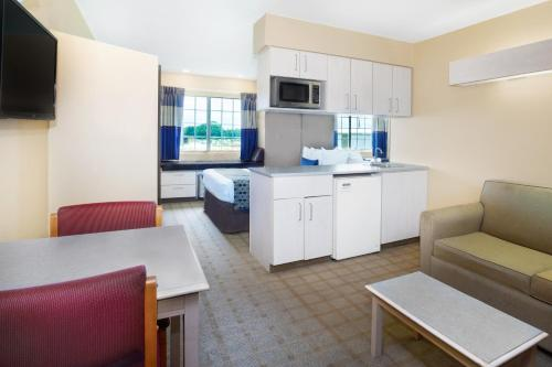 Microtel Inn & Suites By Wyndham Scott/Lafayette - Scott, LA 70583