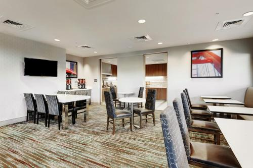 Residence Inn by Marriott Austin Airport Photo