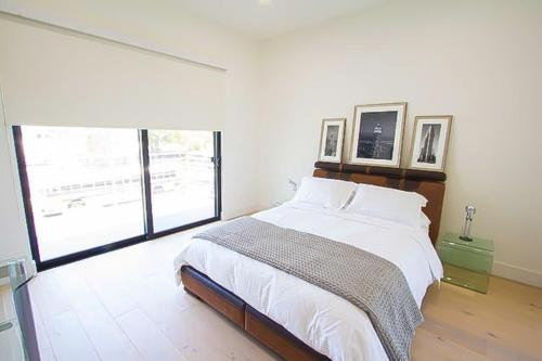 Immaculate & Architectural Modern - Los Angeles, CA 90046