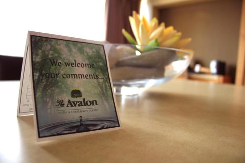 The Avalon Hotel and Conference Center Photo