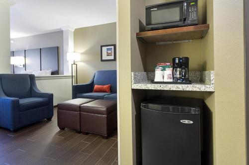 Comfort Suites & Conference Center Worthington Photo