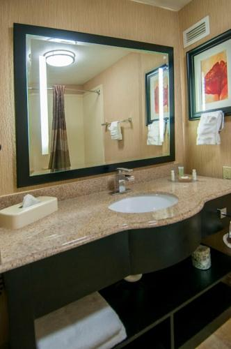 Best Western Plus JFK Inn & Suites Photo