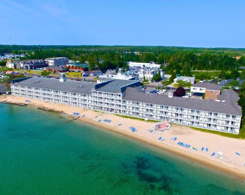 Hamilton Inn Select Beachfront - Mackinaw City, MI 49701