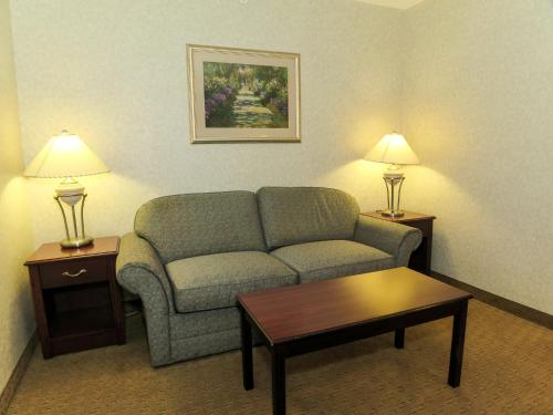 Comfort Inn & Suites Medicine Hat Photo