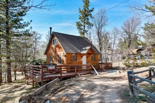 A Honeymooner's Hideaway by Big Bear Cool Cabins