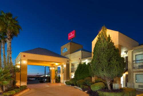 Ramada San Antonio/near Seaworld photo