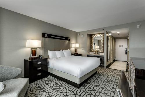 Hilton Columbus at Easton Photo