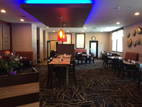 Ramada Grand Forks Photo