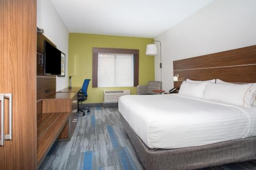 Holiday Inn Express Village West - Kansas City, KS 66111