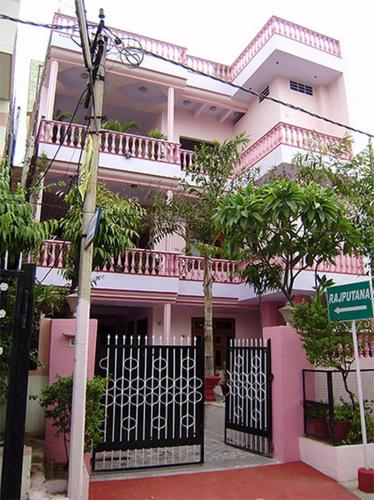 Hotel Spacious Rooms in Ganesh Colony