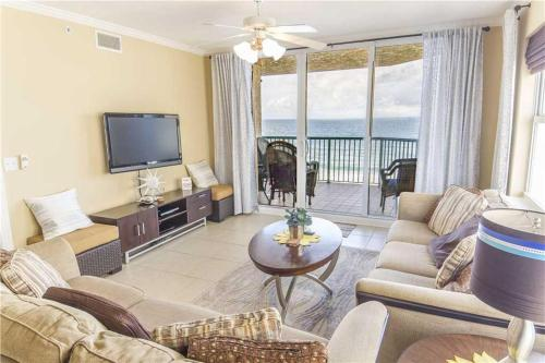 Twin Towers - Three Bedroom Condo - 1008