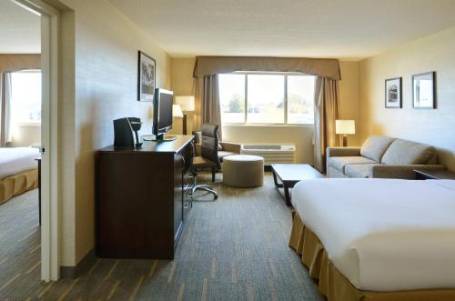 Holiday Inn Lethbridge Photo