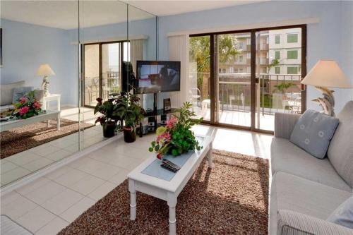 Madeira Place - One Bedroom Condo - 303