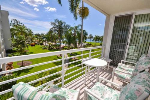 Bahia Vista - Two Bedroom Condo - 11-333