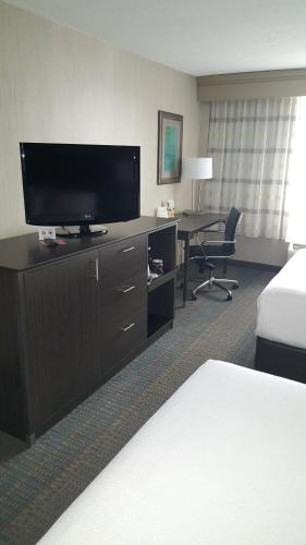 Holiday Inn Columbus Downtown - Capitol Square Photo