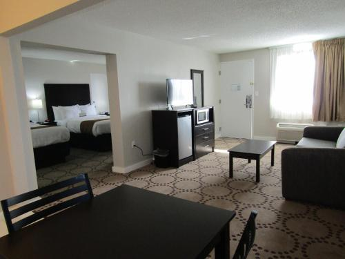 Quality Inn & Suites by the Lake photo 26