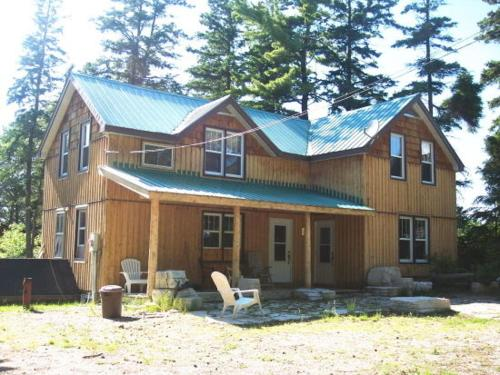 4 Bedroom Cottage on Manitoulin Island Next to Sand Beaches!, Providence Bay