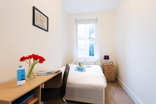 The Earls Court Townhouse photo 3