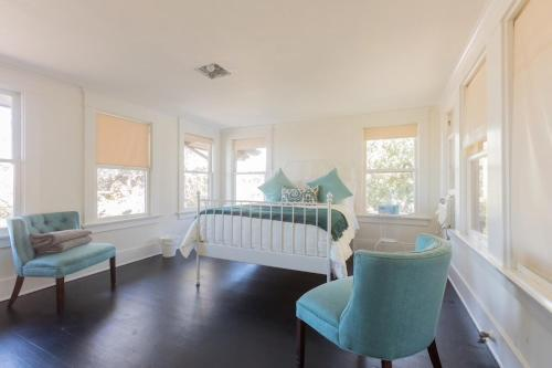 Luxury Three Bedroom House - Los Angeles, CA 90026