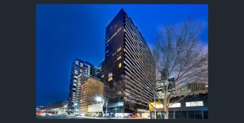Aura on Flinders Serviced Apartments弗林德斯灵气公寓