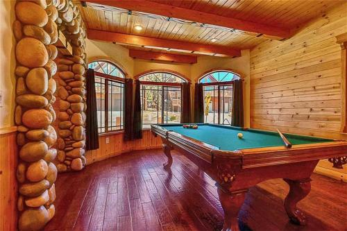 Bear Loop Estate-Four Bedroom Home - Big Bear City, CA 92314