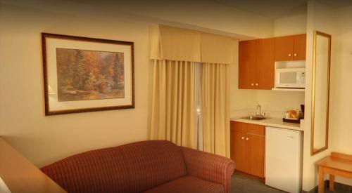 Days Inn & Suites - Niagara Falls, Centre St., By the Falls Photo