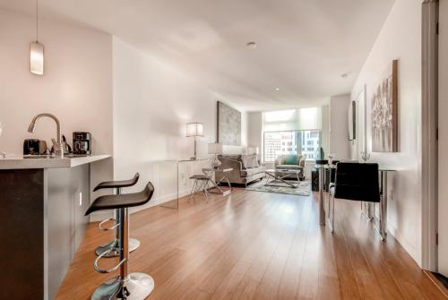 Global Luxury Suites at the Financial District Photo